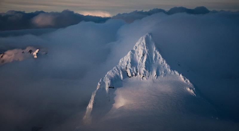 Shuksan, Summit Pyramid From The South <br> (Shuksan_040412_038.jpg)*