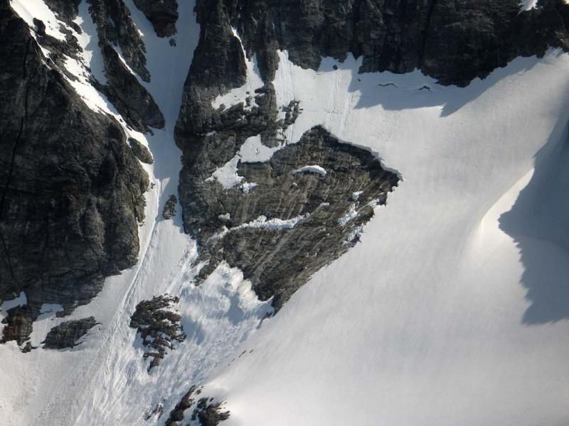 Redoubt SW Face Avalanche, Upper Release Zone (Redoubt051706-02adj.jpg)
