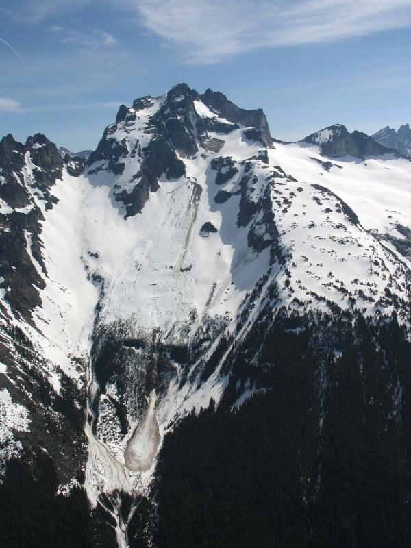 Redoubt, SW Face Avalanche (Redoubt051706-33adj.jpg)