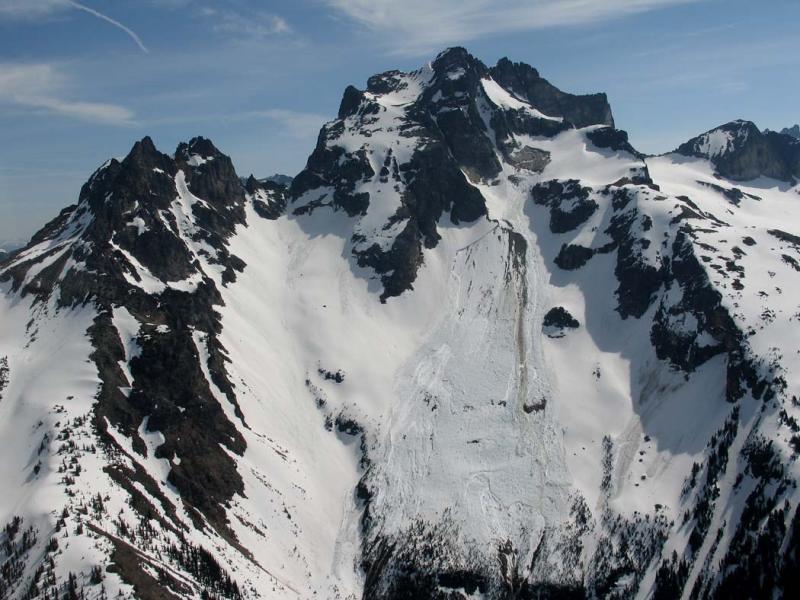 Redoubt, SW Face Avalanche (Redoubt051706-61adj.jpg)