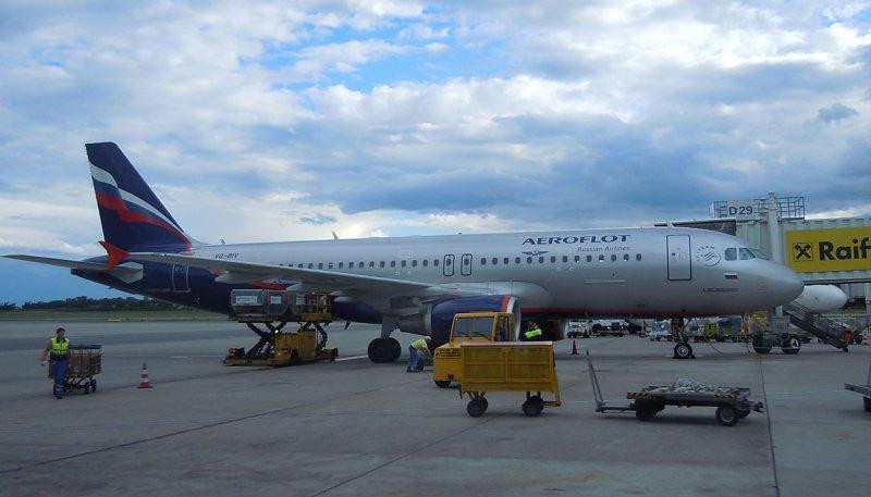 Aeroflot A-320 at its gate in VIE