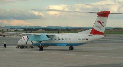 Dash-8 of Austrian Arrow at VIE.