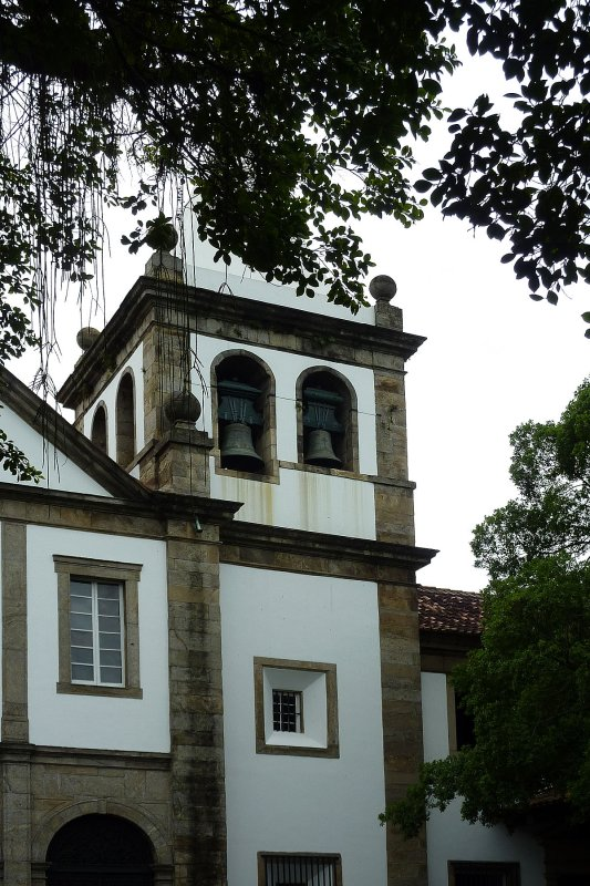 You could either walk to the monastery of Sao Bento (Rio) or take the elevator to the school attached to it.