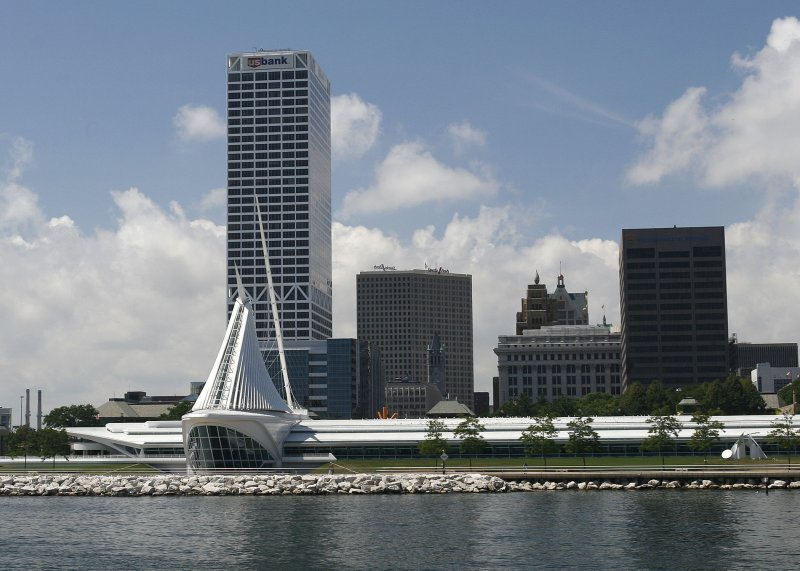 Milwaukee Art Museum from the water.