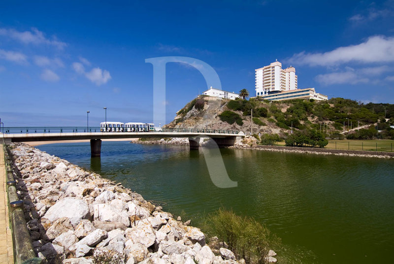 Porto Novo - O Rio, o Combóio e o Hotel