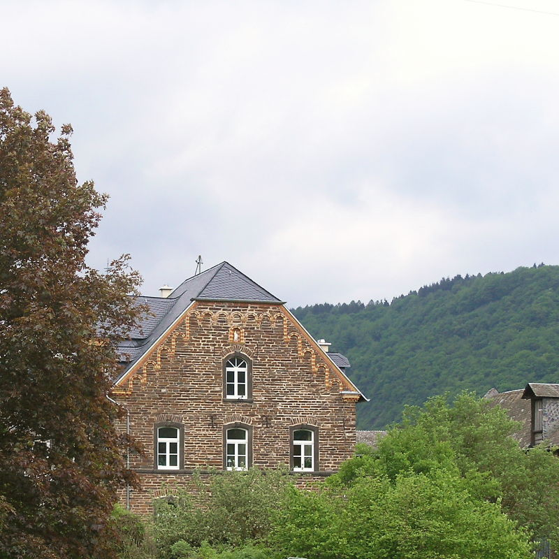 Old brickstone house.jpg