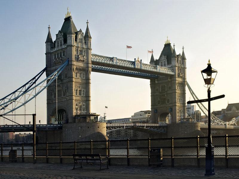 A London Bridge