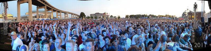 crowd_from_stage_01.5.jpg