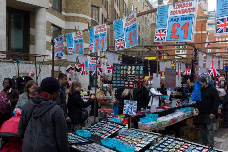 London Souvenirs One Pound