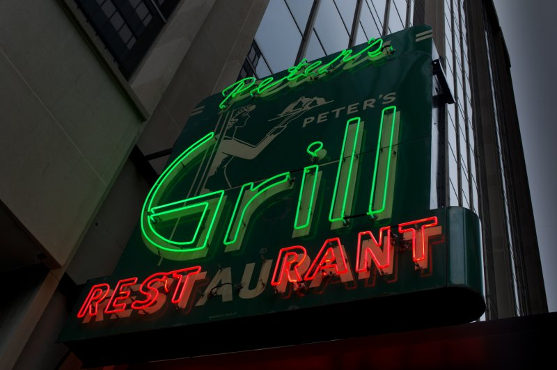 Peters Grill Neon