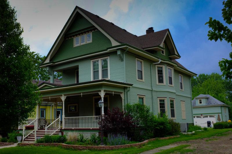 Green House on Grove