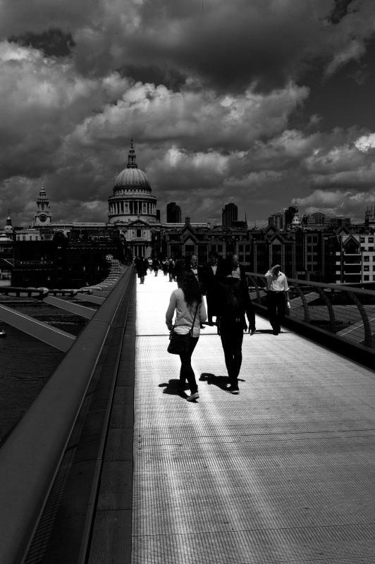 Millenium Bridge, Black and White