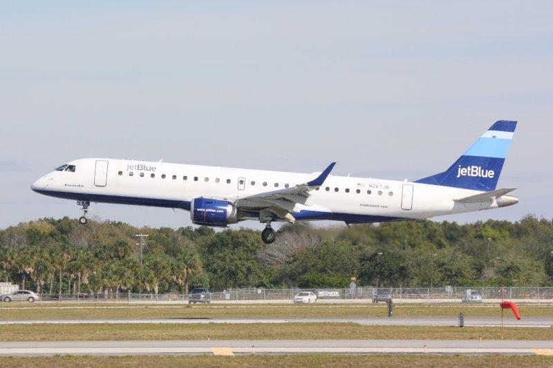 Embraer 190 (N267JB) Bluesmobile