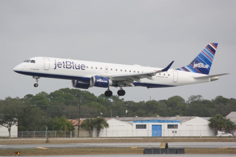 Embraer 190 (N337JB) Im With Blue
