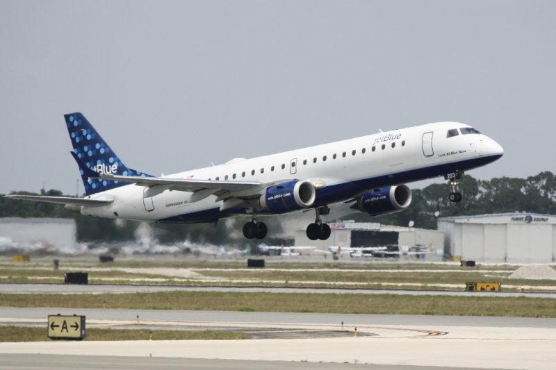 Embraer 190 (N203JB) Look At Blue Now