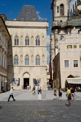 På vei mot Týn-kirken, skal kjøpe biletter til en konsert samme kveld.
