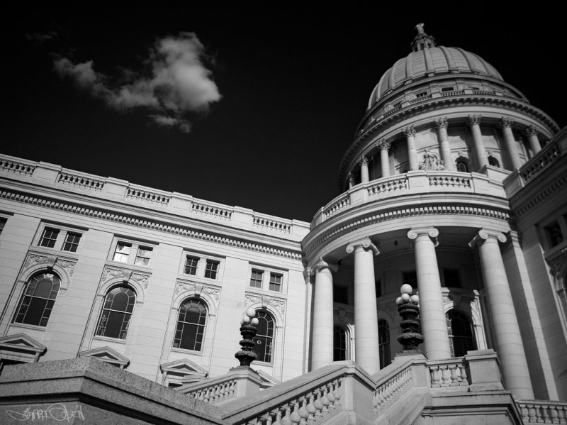 Wisconsin State Capitol - OOC BW