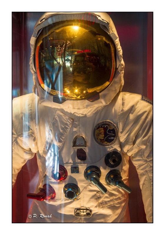 The astronauts gear - 2875