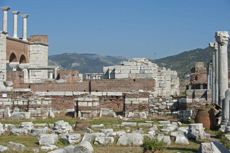 Selcuk Basilica of St John the Apostle March 2011 3205.jpg