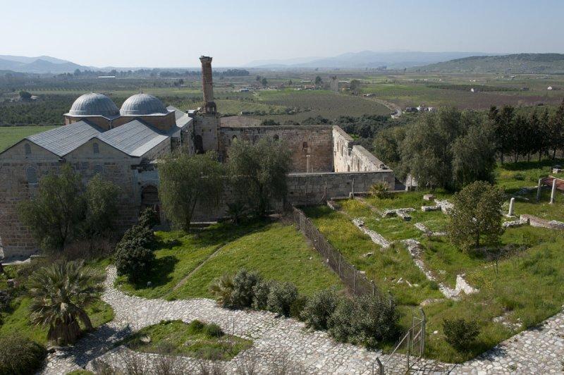 Selcuk Basilica of St John the Apostle March 2011 3212.jpg