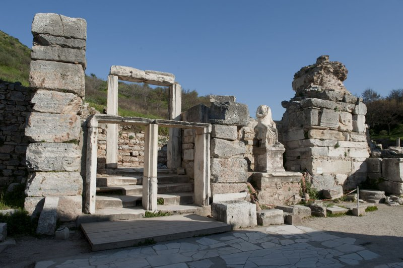 Ephesus March 2011 3783.jpg