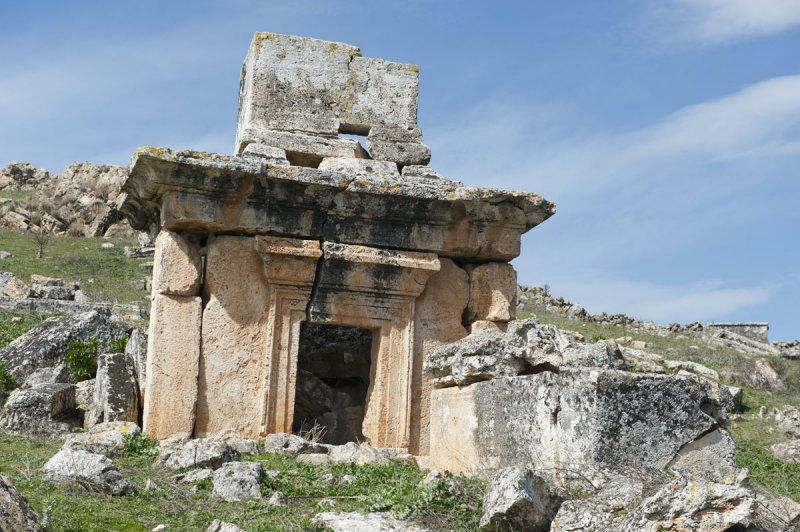 Hierapolis March 2011 4909.jpg
