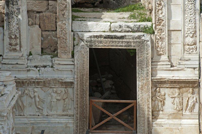 Hierapolis March 2011 4940.jpg