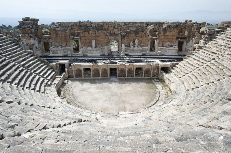 Hierapolis March 2011 4948.jpg