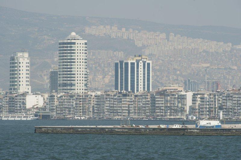 Izmir March 2011 6439.jpg