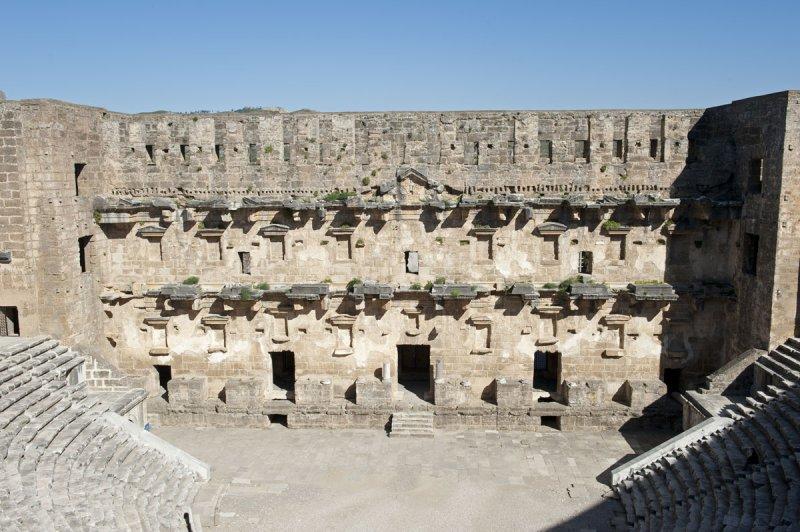 Aspendos march 2012 4773.jpg