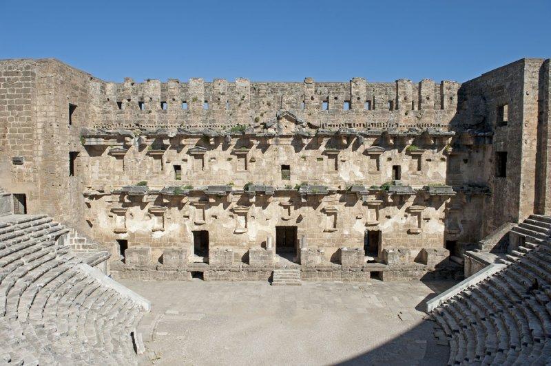 Aspendos march 2012 4780.jpg