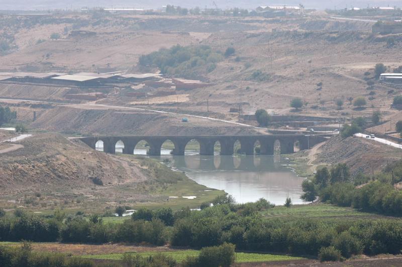 Diyarbakir surrounding country 3063.jpg