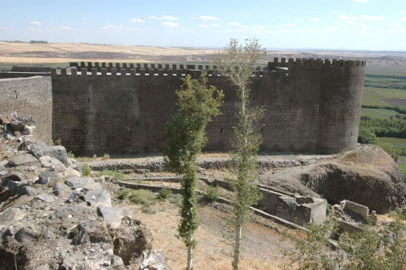 Diyarbakir at wall 3077