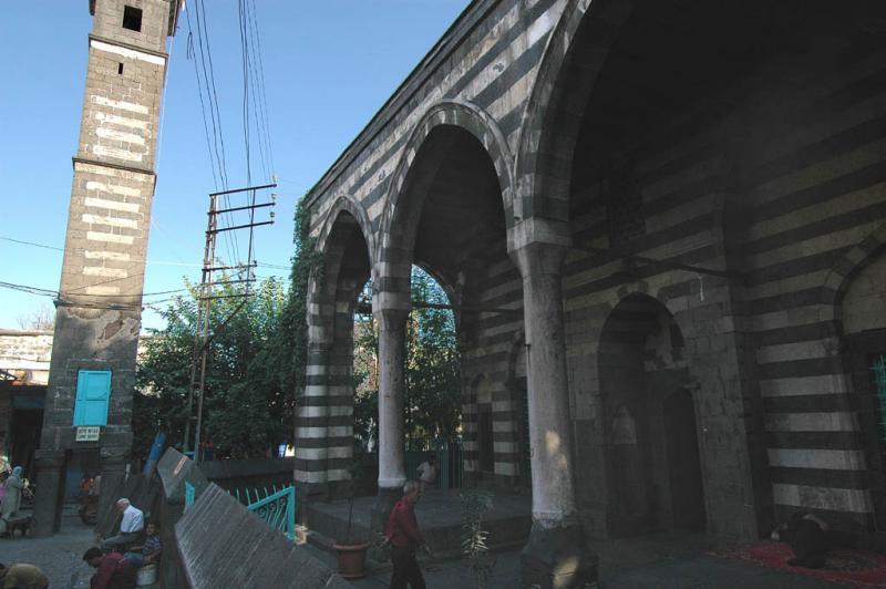 Diyarbakir at four footed minaret 2811