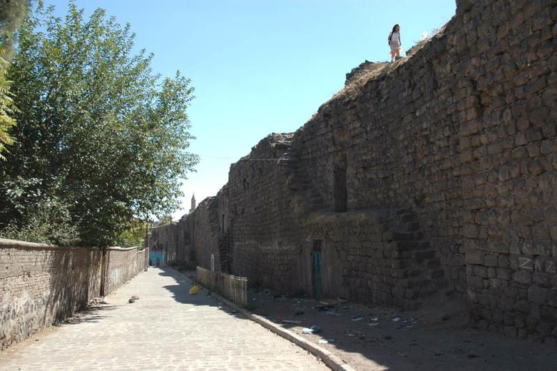 Diyarbakir near Suleyman Mosque 2697