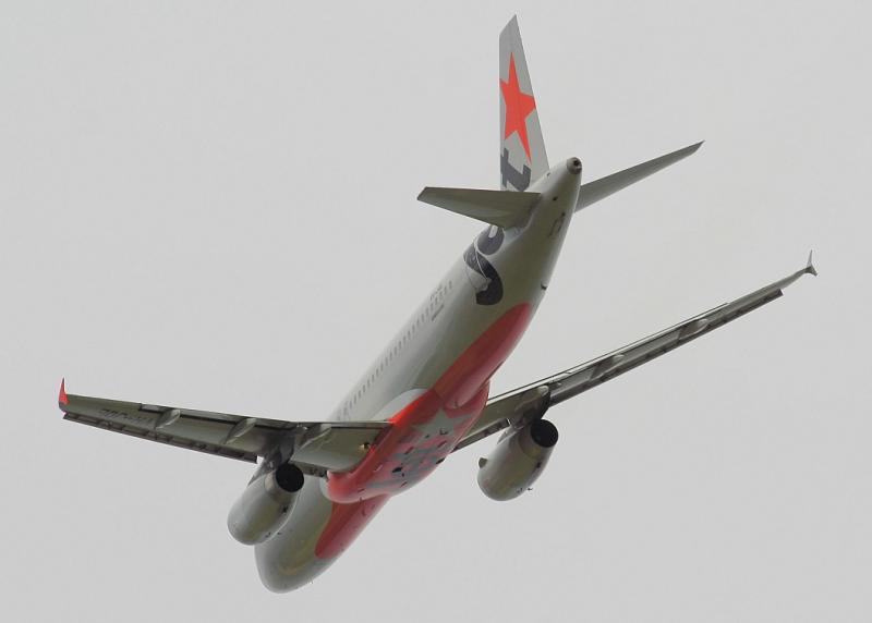 VH-JQL - Jetstar A320 - Williamtown 12 May 06
