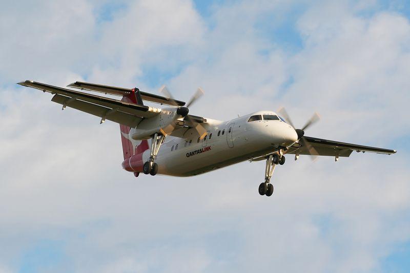 VH-TNW - QANTAS Dash 8 - Williamtown 30 Jun 06