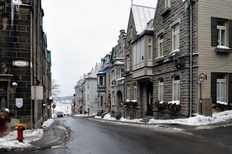 Au coin des rues des Grisons et Sainte-Genevièvre