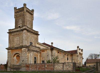 Kiszombor, castle in disrepair
