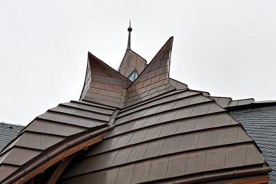 Akadémia, roof with flair