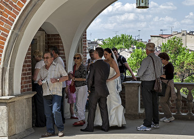 Even brides have to wait in line