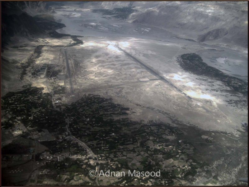 Skardu Air stip (Airport).jpg