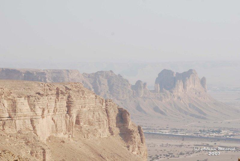 22- Tuwayq Escarpment 2.JPG