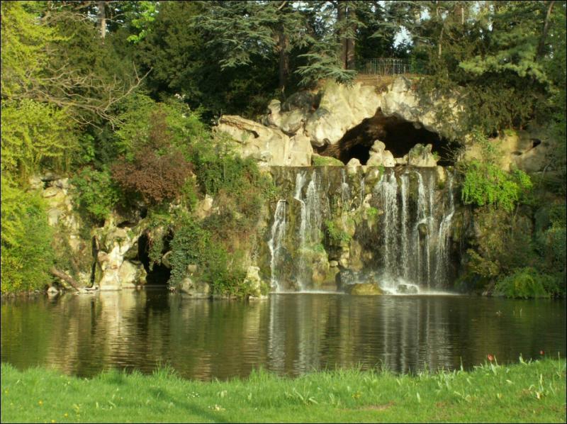 Bois de Boulogne - La grande cascade. Ceci est lendroit...