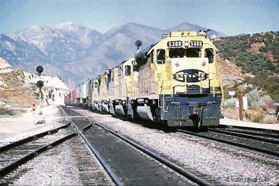 Freight Warbonnets across Cajon Summit