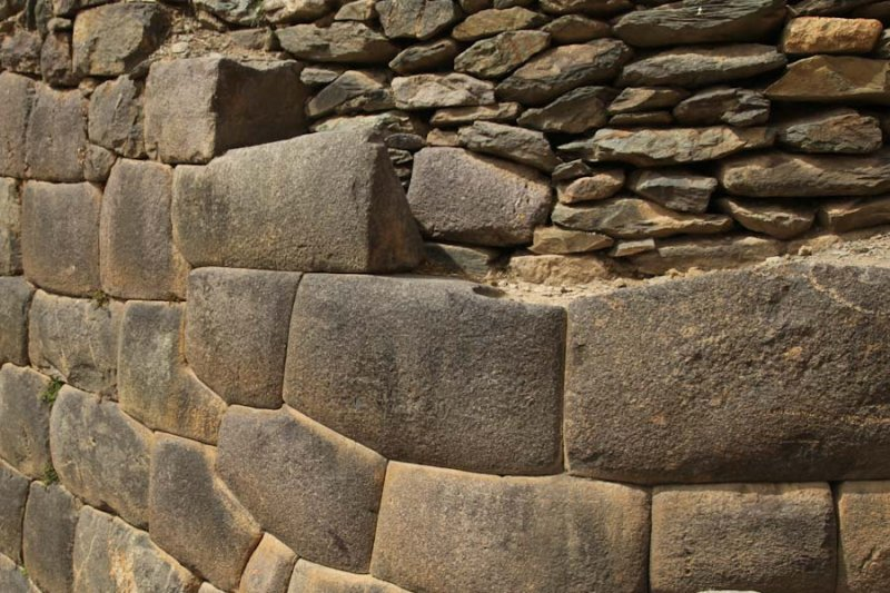 Original Incan structure below and reconstruction above