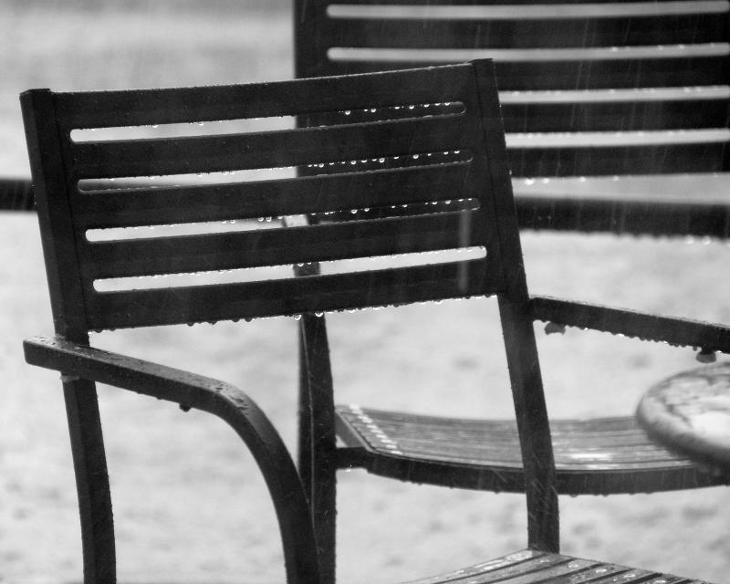 ds20060624a_0042a2w Chair in the Rain.jpg