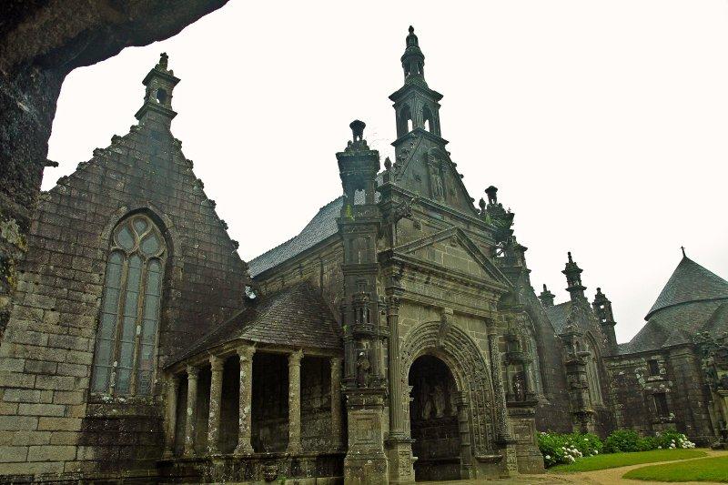a parish enclosure Lampaul Guimiliau