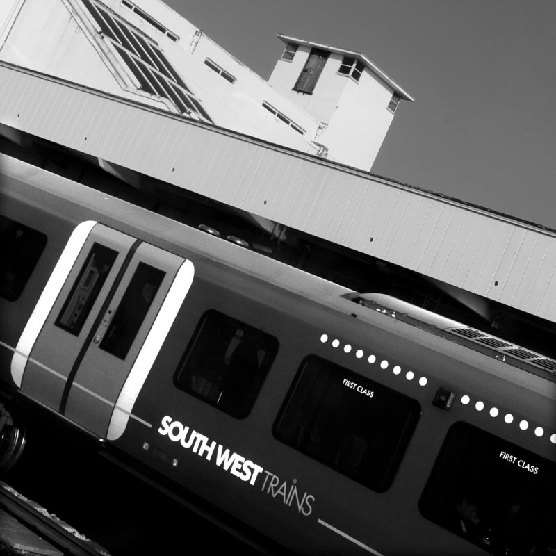 160:365<br>Train at Surbiton
