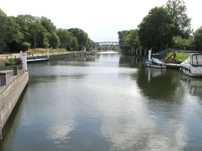 Looking upriver from the middle lock.